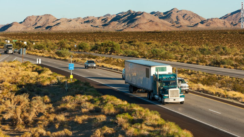 151009081118-american-trucker-shortage-780x439
