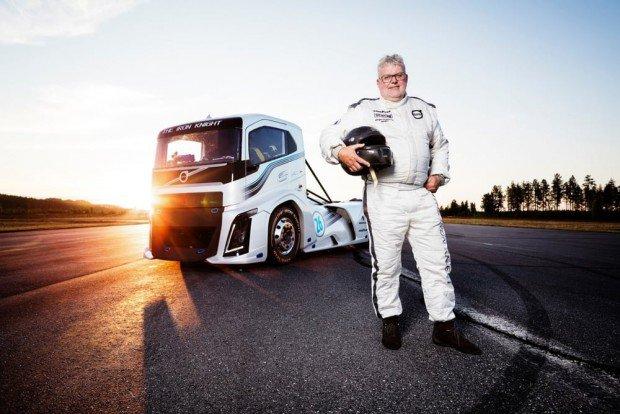 volvo-trucks-iron-knight-world-land-speed-records-5-620x414