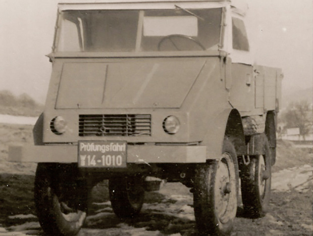 Erster fahrfertiger Prototyp im Dezember 1946 mit Benzinmotor (OM 636) und Lkw-Bereifung. ; The first driveable prototype in December 1946 with a petrol engine (OM 636) and truck tyres.;