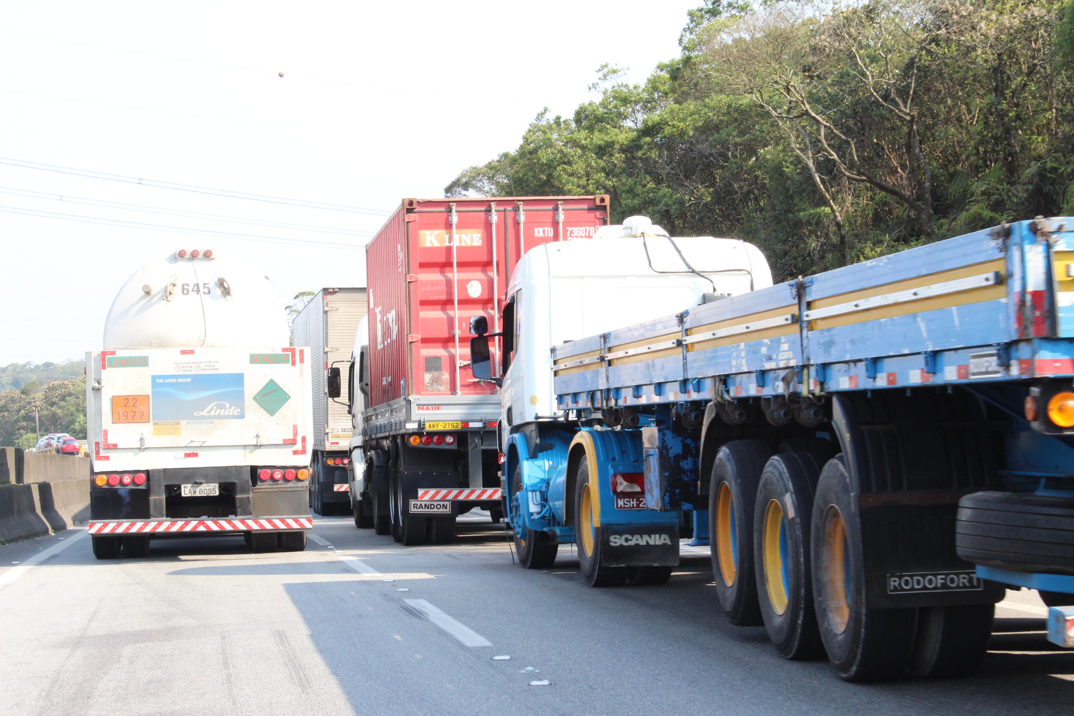 Governo faz corte no Imposto de Renda dos caminhoneiros autônomos
