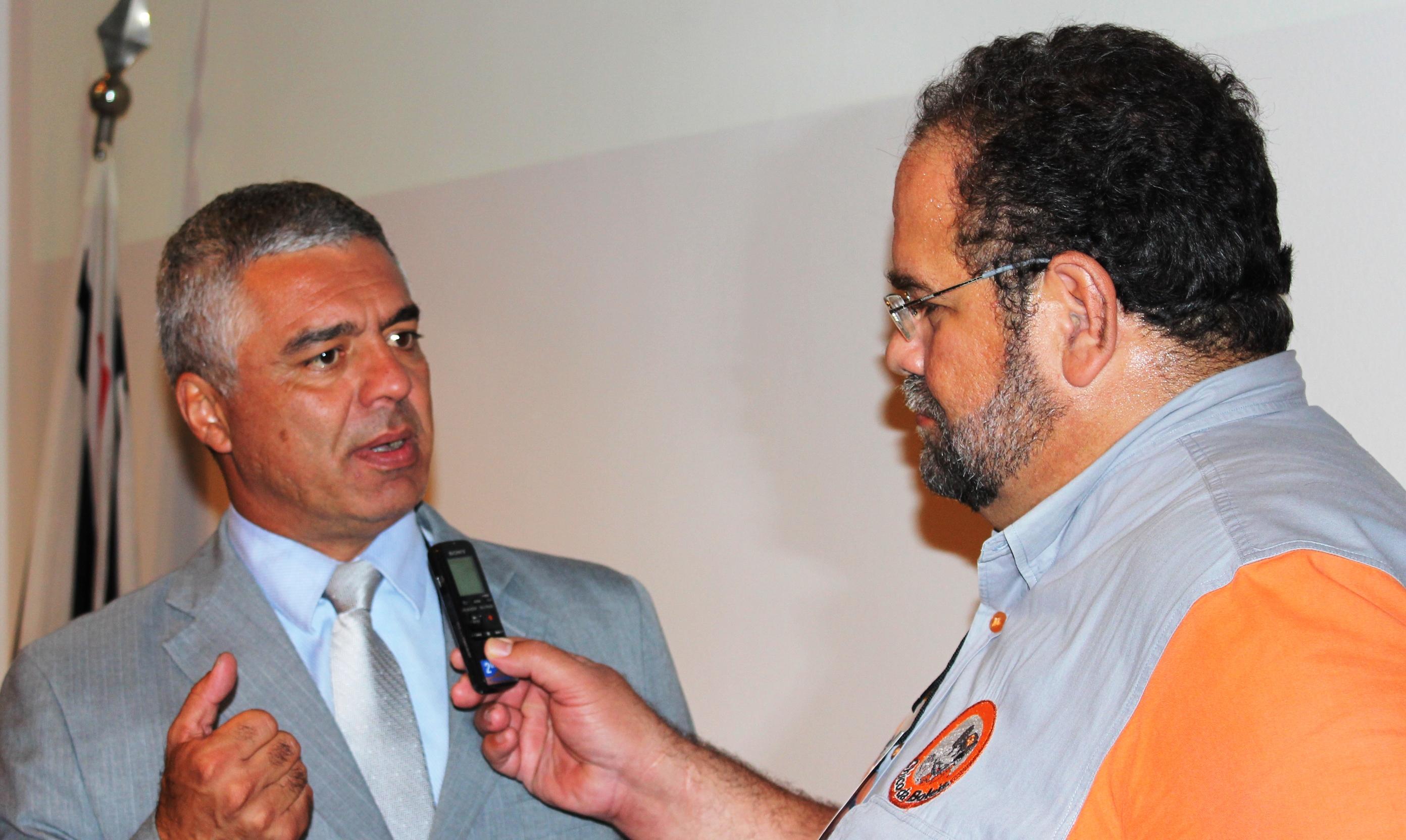Deputado Estadual Major Olímpio, PDT/SP, no 2º Fórum Nacional das Associações, sendo entrevistado por Chico da Boleia.