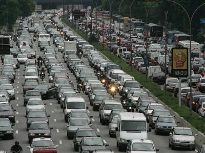 Redução de mortes em acidentes de trânsito marcou o final de 2012 em alguns estados brasileiros.