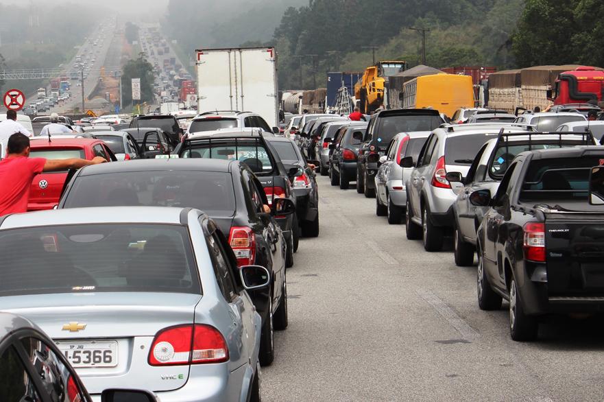 Restrições de circulação de caminhões realmente resolvem os problemas de trânsito?