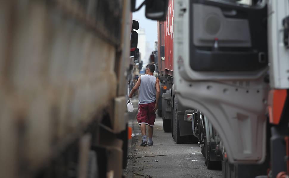 No gargalo do agronegócio, ir a pé ao porto é mais rápido que de caminhão