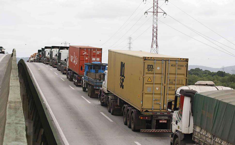 Fila nos portos barateia mercadorias e encarece frete em 30%