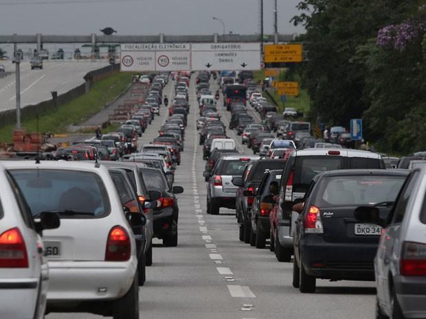 Ecovias estima que 270 mil veículos devem ir para o litoral de SP no feriado