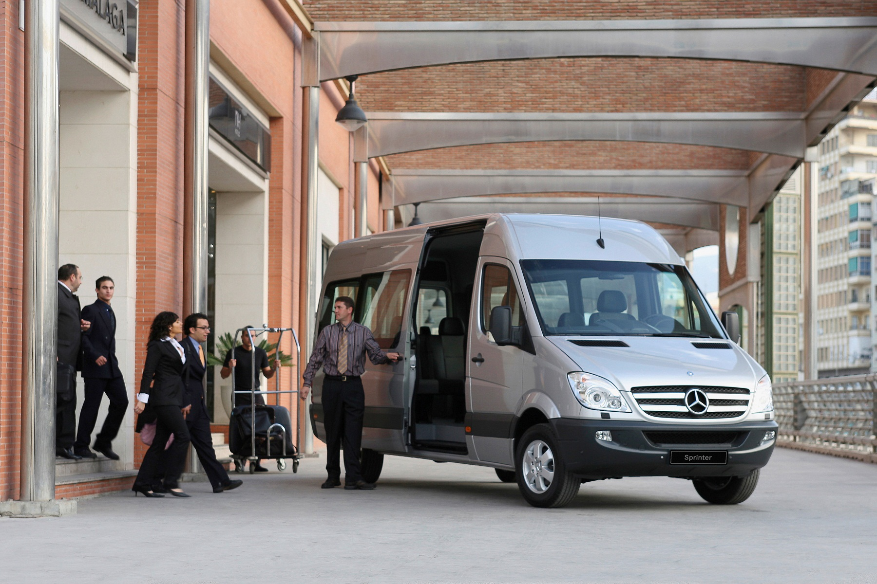 Com Sprinter, Mercedes-Benz oferece maior portfólio de veículos para transportes de passageiros