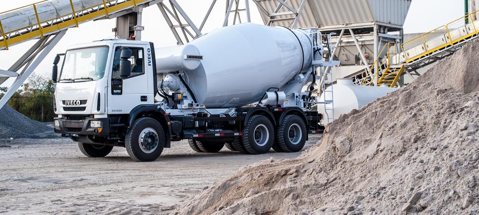 Lançamentos de agosto agitam produção de caminhões