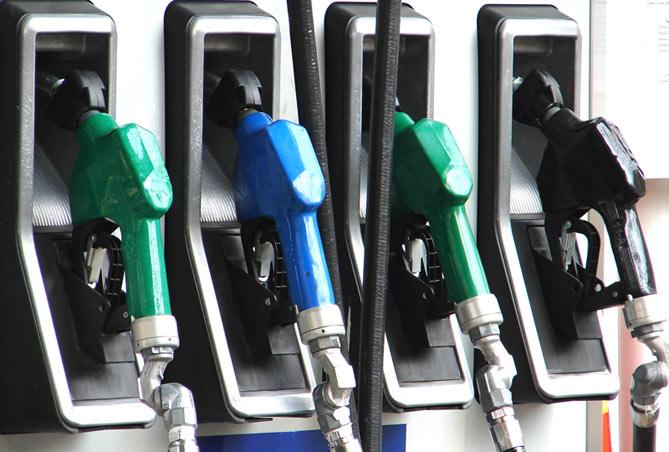 Projeto obriga postos a informarem se gasolina é refinada ou formulada