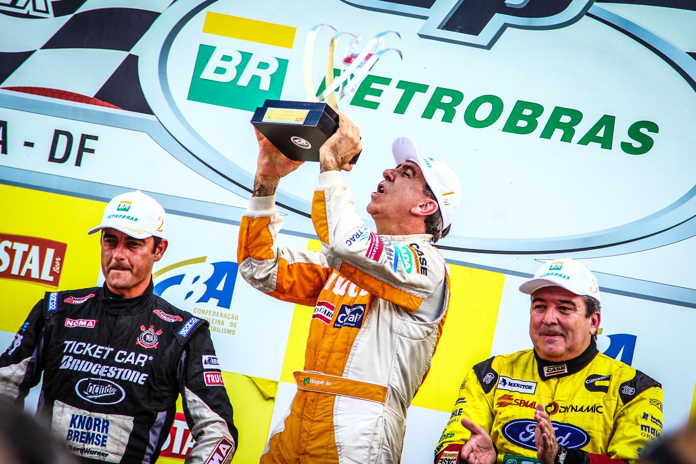 Beto Monteiro leva o título de campeão brasileiro da Fórmula Truck