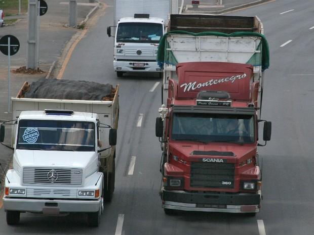 Com falta de mão de obra, Paraná 'importa' caminhoneiros da Colômbia