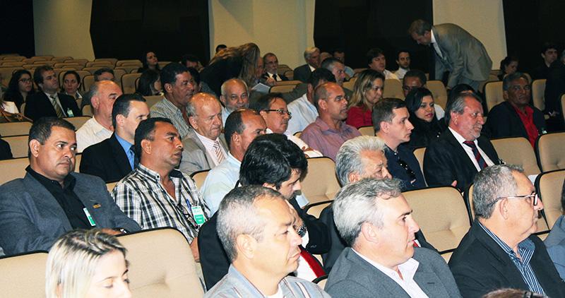 ANTT realiza audiência pública para revisão das regras do RNTRC