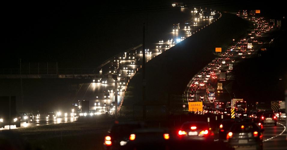 Saída do feriado deve causar filas nas estradas de SP nesta 5ª; veja horários