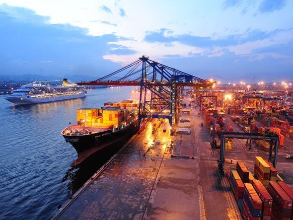 Porto de Santos inicia 2015 com crescimento na movimentação de cargas