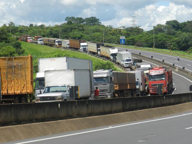 Câmara aprova anistia para multas de caminhoneiros em manifestações