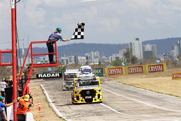 Felipe Giaffone vence em Caruaru