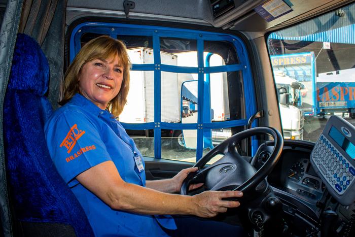 Caminhoneiras mostram o que nós já sabíamos: mulher no volante é sucesso constante.