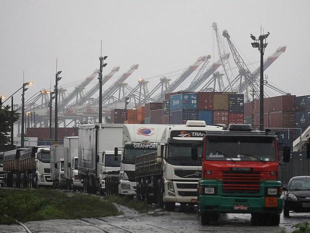 Porto terá pátio para caminhões em Guarujá