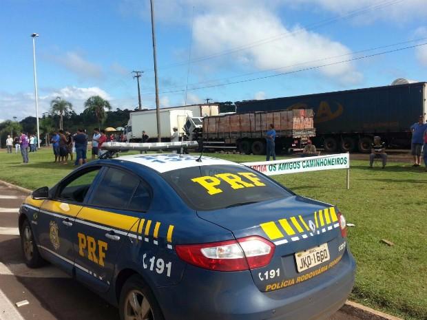 Caminhoneiros protestam no Paraná para exigir valor mínimo de fretes