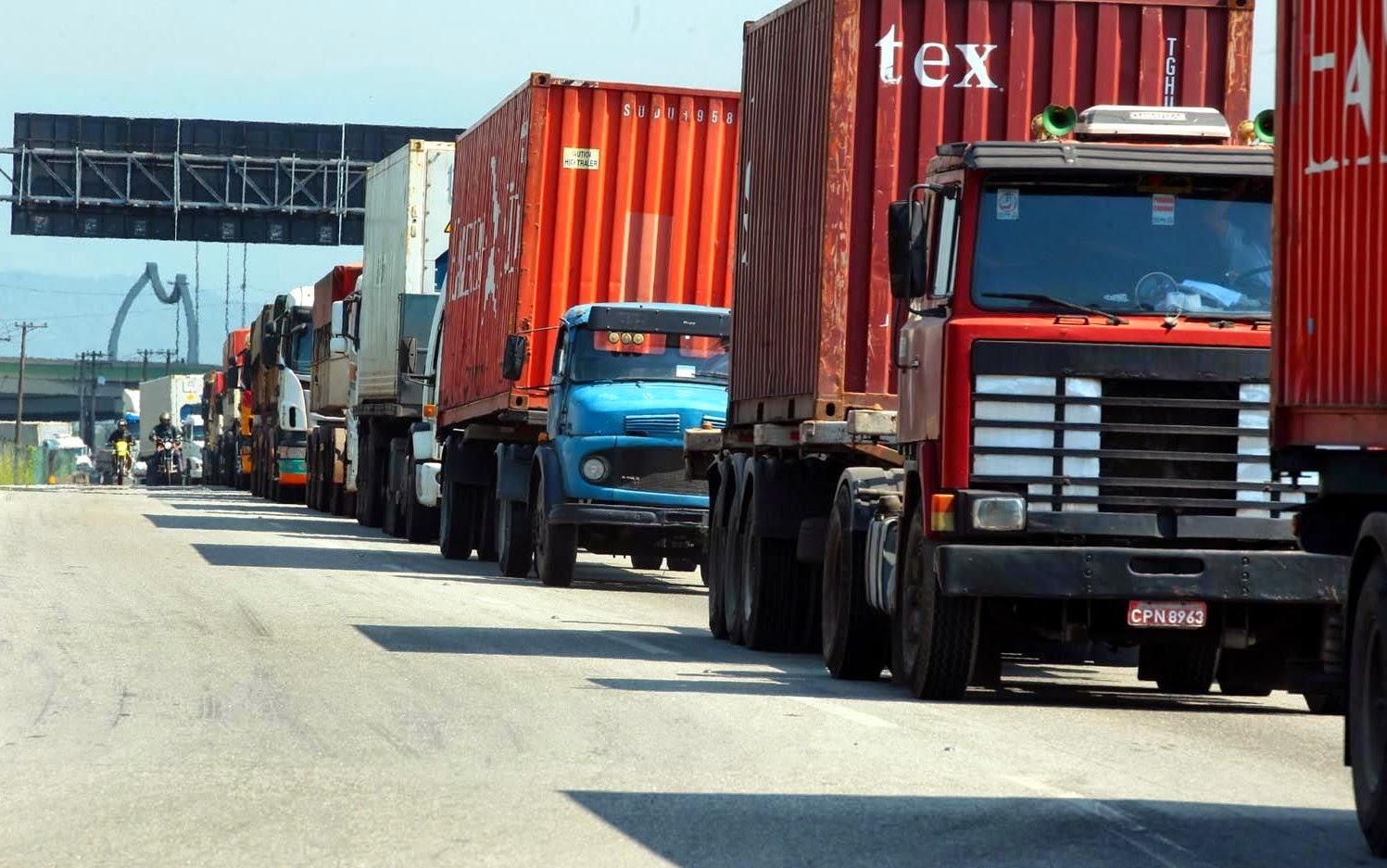 Tabela de frete mínimo é reivindicada por caminhoneiros em todo o Brasil
