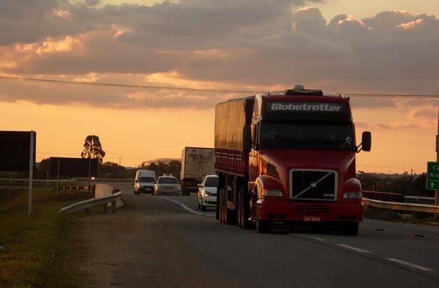 Alerta: 7 em cada 10 caminhoneiros que utilizam rodovias paulistas estão acima do peso
