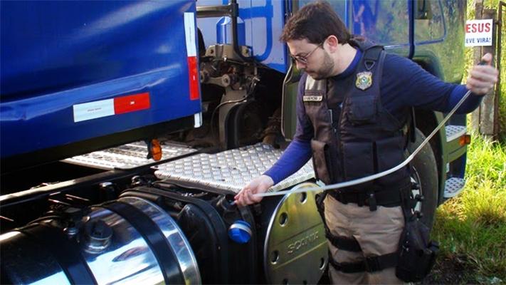 """""""Operação Atmosfera"""" apreende caminhões e aplica multas por irregularidades no uso do Arla 32"""