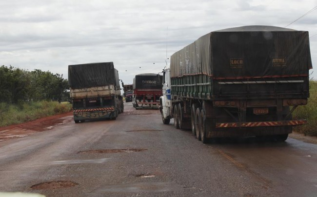 Rodovias brasileiras exigem jogo de cintura do motorista para vencer os buracos