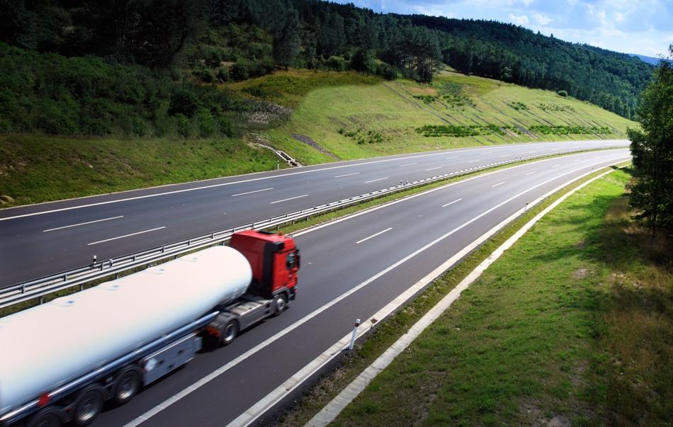 Plenário mantém em MP exigência de curso de reciclagem para caminhoneiros