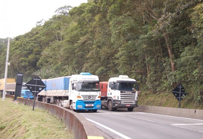 Crise reduz venda de veículos e contratações em transportes