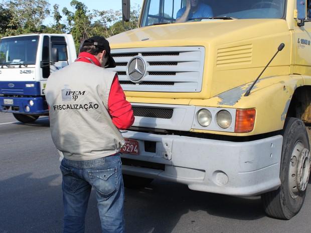 IPEM-SP encontra irregularidades em tacógrafos de caminhões
