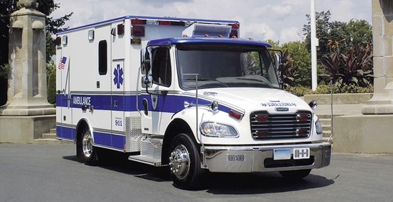 Freightliner mostra novidades no M2 106, seu caminhão mais usado para emergência