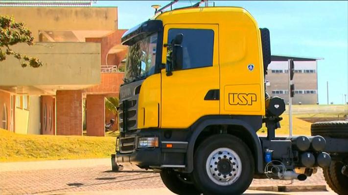 Pesquisadores da USP apresentam caminhão que não precisa de motorista