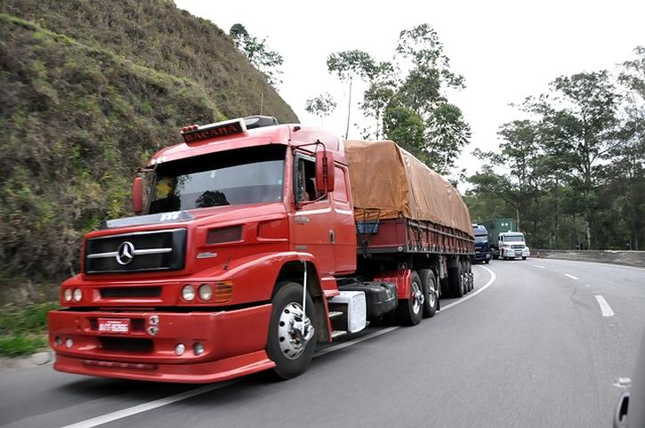 Exame toxicológico para caminhoneiro é adiado para 2016