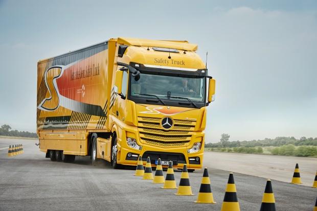 Futuro sem acidentes é a meta da Mercedes