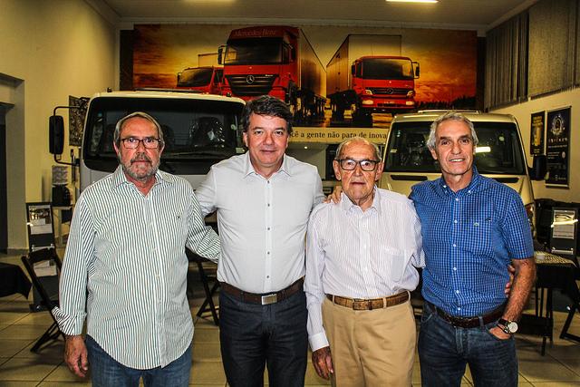 Irmãos Davoli  de Mogi-Mirim recebe  vice-presidente da  Mercedes-Benz