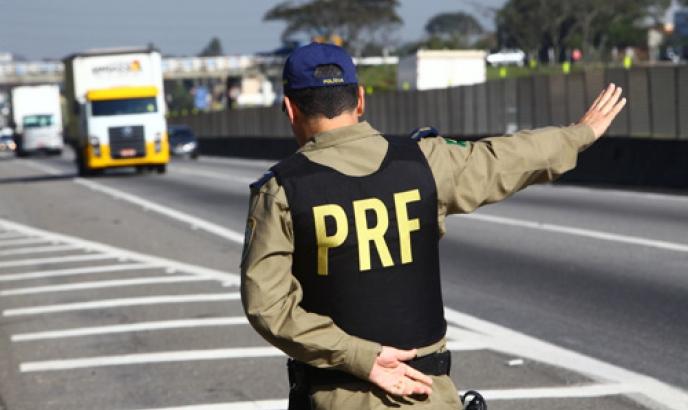 """Caminhoneiros se queixam de prejuízos após """"pente-fino"""" da Polícia Rodoviária Federal"""