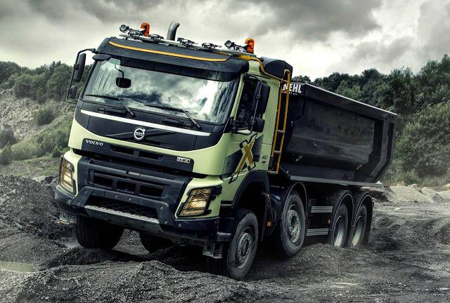 Volvo caminhões leva novos modelos, cabine de simulação Off-road para dentro da Fenatran 2015