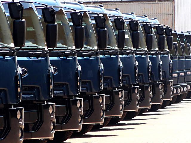Caminhões acentuam queda em agosto