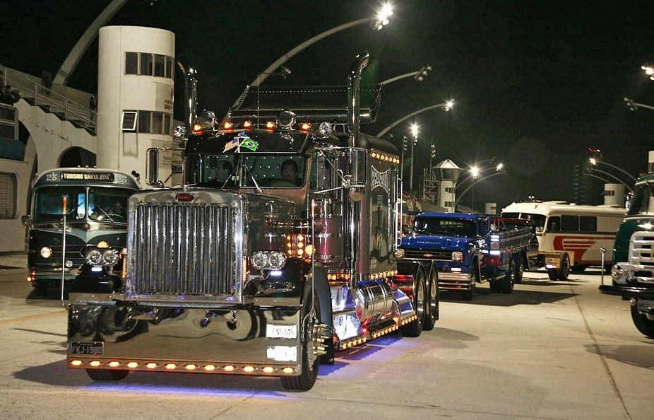 Sambódromo terá exposição de caminhões antigos