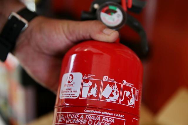 Uso de extintor ABC passa a ser obrigatório em coletivos e caminhões