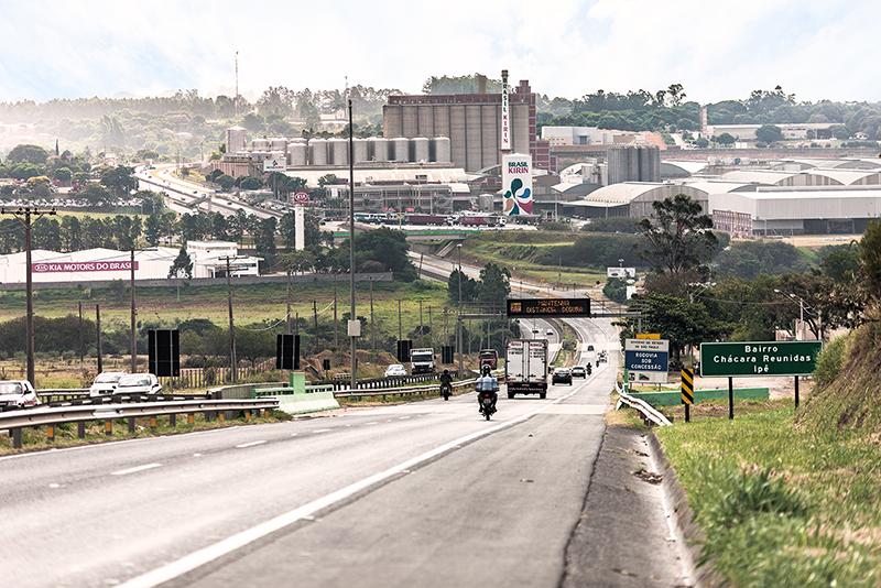Feriado de Nossa Senhora Aparecida deve levar 520 mil veículos para as rodovias administradas pela AB Colinas