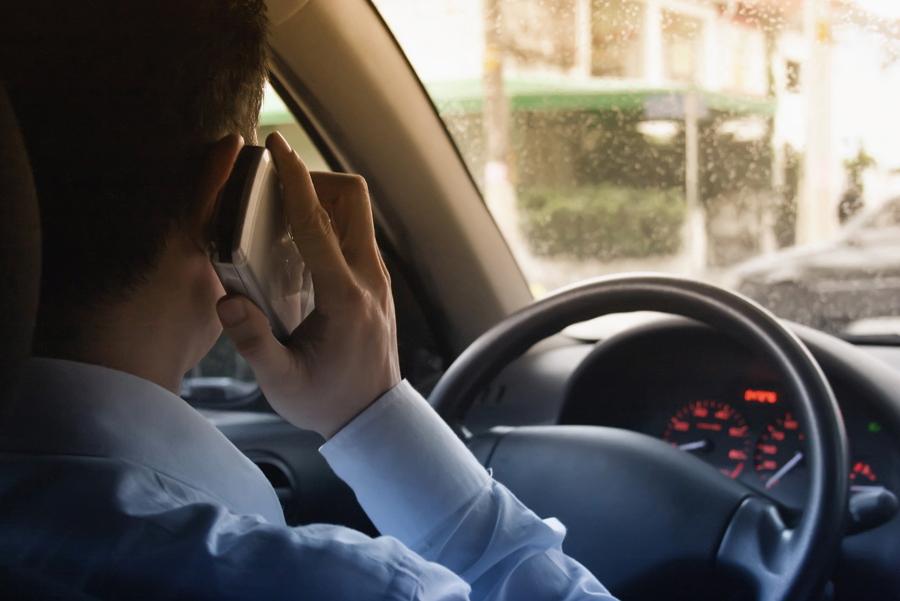 Multas diárias por uso de celular ao volante chegam a 92 em São Paulo
