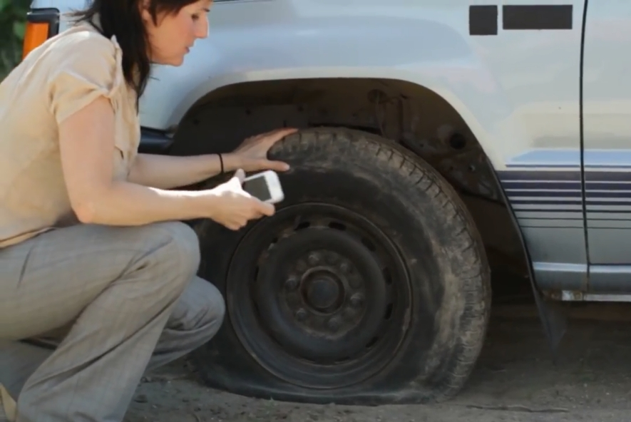 O fim dos borracheiros? Cientistas criam pneus que se consertam sozinhos