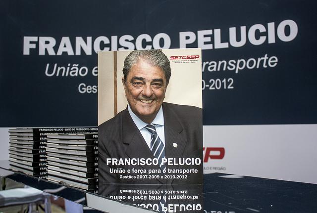 Lançamento de livro movimenta estande da NTC na Fenatran