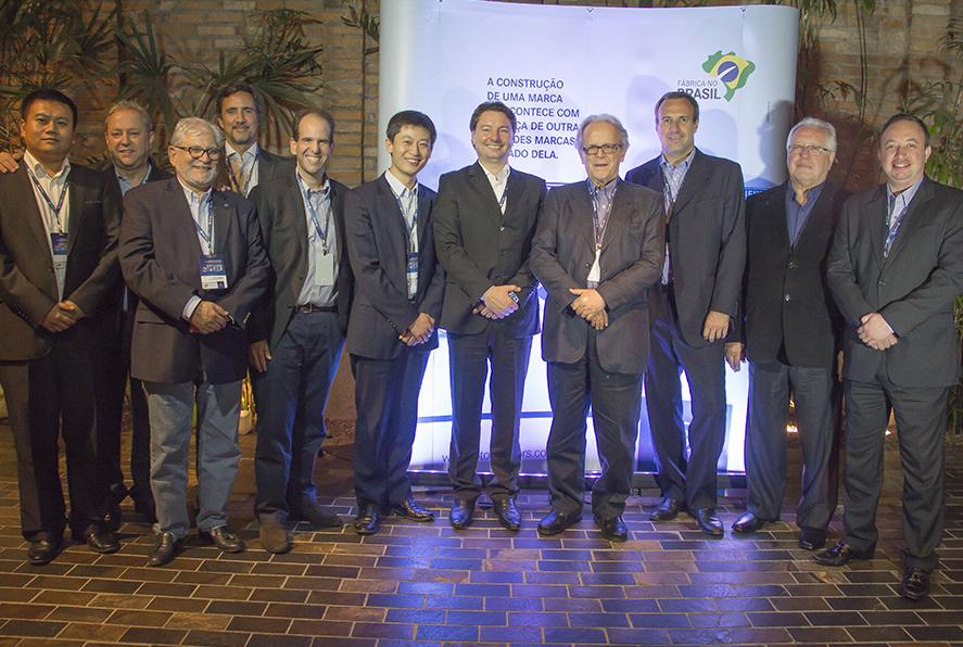 Foton Caminhões celebra parceria com os 36 fornecedores do primeiro caminhão da marca a ser produzido no Brasil