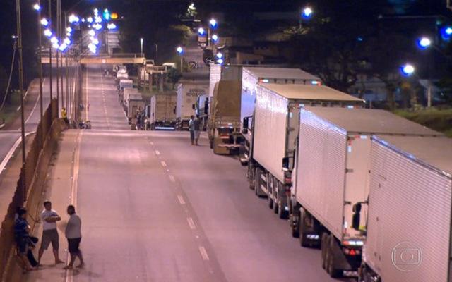 Protesto de caminhoneiros bloqueia rodovias pelo país