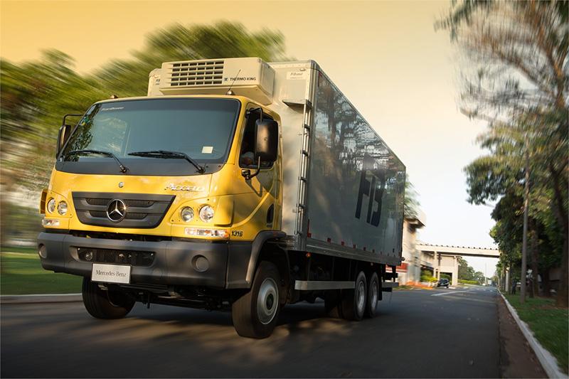 Mercedes-Benz lança caminhão médio com um novo conceito para distribuição urbana
