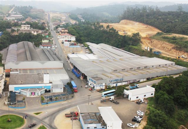 Chico da Boleia faz  visita à fábrica da  Librelato em Santa  Catarina