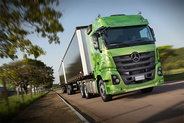 Caminhão Actros Mercedes-Benz é referência em segurança para o transporte  de cargas 6836f5b0916c2