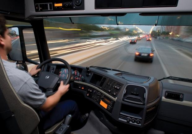 Na estrada, respeite o caminhoneiro para a sua própria segurança
